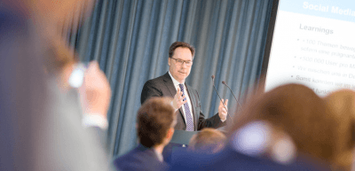 """Holger Lösch auf der Konferenz """"CEO-Kommunikation"""" im Dezember 2017 in Berlin. (c) Jana Legler/Quadriga Media Berlin"""
