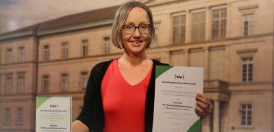 Antje Karbe von der Pressestelle der Universität Tübingen nahm als Erstplatzierte den IDW-Preis für Wissenschaftskommunikation entgegen. (c) Uni Tübingen / ZFM