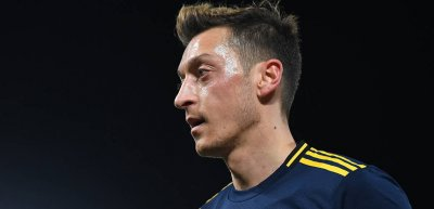 Mesut Özil zog mit einem Tweet zur Behandlung der Uiguren den Unmut seiner chinesischen Fans auf sich. (c) FC Arsenal
