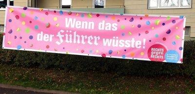 """Protest mit Humor: Ein Exit-Plakat an der Wunsiedeler """"Spendenlauf""""-Strecke (c) Exit Deutschland/Rechts gegen Rechts"""