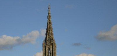Vier Meter höher als der Kölner Dom: Der Turm des Ulmer Münsters (c) Thinkstock.de/bischy