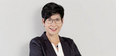 Nie sei das Helmholtz-Zentrum für Infektionsforschung (HZI) so präsent in den Medien gewesen wie jetzt, sagt Pressesprecherin Susanne Thiele. Die gestiegene Intensität bringt neue Anforderungen an ihre Arbeit. (c) Verena Meier