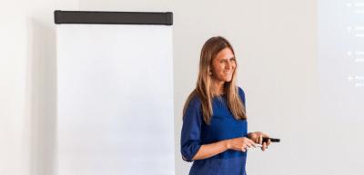 Susanne Schwarz erklärt, wie aus einem Mitarbeiter ein Corporate Influencer wird. / Susanne Schwartz: (c) Susanne Schwartz