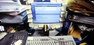 Sprechender Schreibtisch: Zu Gast bei Care (c) Getty Images/Ingram Publishing