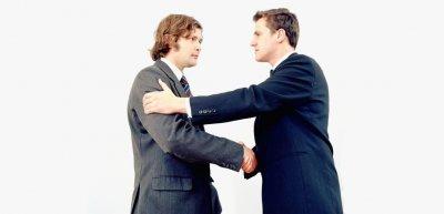 """Kommunizieren die beiden Herren """"auf Augenhöhe""""? (c) Thinkstock/Image Source White"""