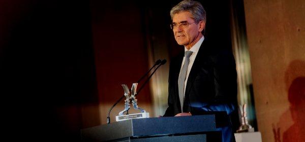 Joe Kaeser wird mit dem Politikaward ausgezeichnet. / Joe Kaeser: (c) Quadriga/Julia Nimke
