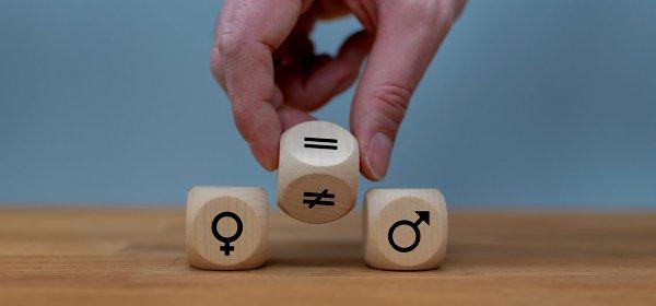Gendergerechte Sprache ist ein schwieriges Thema in der Pressearbeit. / Gendern: (c) Getty Images/Fokusiert