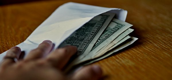 Ein Facebook-Mitarbeiter soll gegen Geld gesperrte Werbeanzeigen reaktiviert haben. (c) Getty Images / MartinPrague