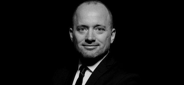 Je früher ein CEO sich der Öffentlichkeit präsentiert, desto besser, meint Reputationsexperte Harald Maass. (c) Holger Maass