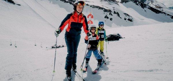 Einsatz in der Skischule: Annabelle Klage testete 30 Jobs in 180 Tagen. (c) Allgäu GmbH Graupause