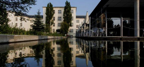Landesfunkhaus Dresden: Der MDR lädt einen Rechtsextremen zu einer Diskussion ein und reagiert dann bedauernd auf Absagen anderer Teilnehmer. (c) MDR