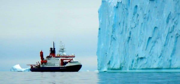 """Auf den Spuren eines Regenwaldes in der Antarktis: das Forschungsschiff """"Polarstern"""". (c) J.P. Klages, Alfred-Wegener-Institut"""