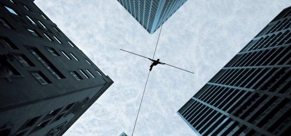 Balanceakt: Wie soll man in der Kommunikation mit der Wahrheit umgehen? (c) Getty Images/Mbolina