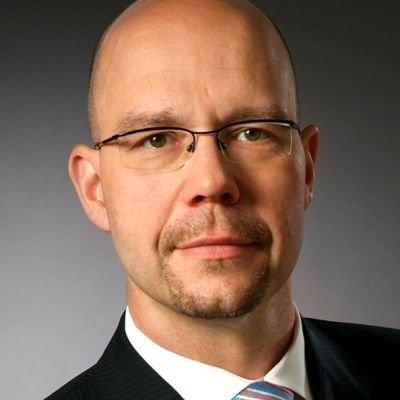 Gregor Faßbender-Menzel, AXA
